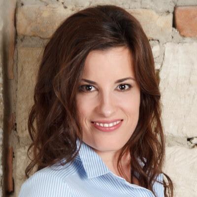 Zsofia Herendi - Headshot - agile-thoughts author